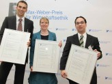 Preisträger Prof. Dr. Markus Beckmann, Eva Maria Lucke u. Prof. Dr. Nick Lin-Hi (v.l.)
