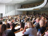 Glänzten die Passauer Studenten in vergangenen Versammlungen oft mit Abwesenheit, war das Audimax an diesem Mittwoch bis zum letzten Platz besetzt.