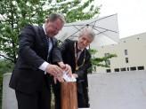 Wissenschaftsminister Dr. Wolfgang Heubisch und Universitätspräsident Prof. Dr. Walter Schweitzer bei der Grundsteinlegung