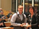 Benedikt Meininger, Preisträger des netzwerk.preises und Martina Brossmann, Geschäftsführerin kuwi netzwerk international e.V.