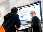 Studierende arbeiten mit dem Lernmanagementsystem ILIAS