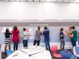 Studierende nutzen die flexible Einrichtung im Didaktischen Labor