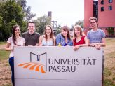 Der studentische Vorstand des kuwi netzwerks heißt die neuen Studierenden herzlich Willkommen.Bildquelle: kuwi netzwerk/Jürgen Hecht