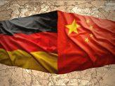 Die deutsche und die chinesische Flagge nebeneinander